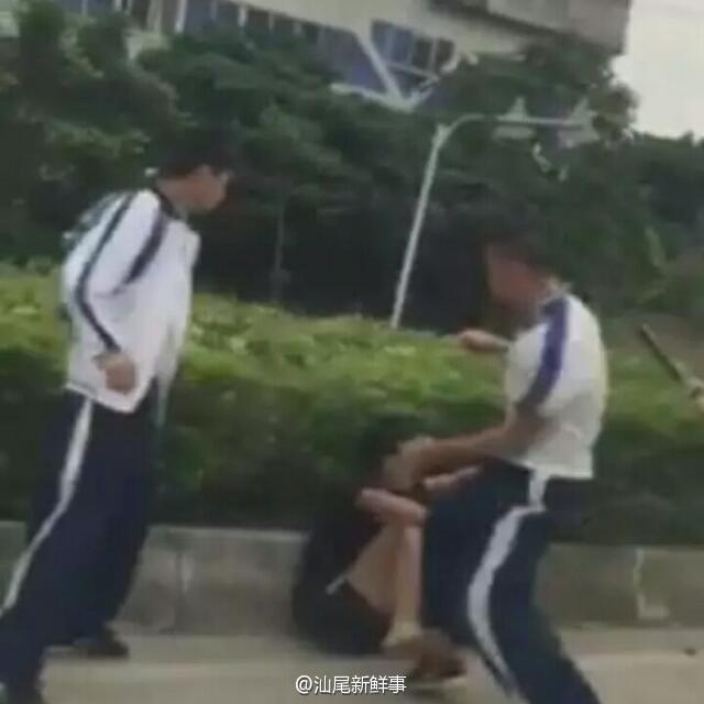 汕尾市区田家炳中学学生群殴打斗 汕尾 第2张