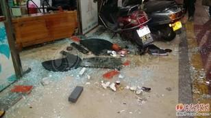汕尾大马路发生了一起多人持械斗殴事件砸烂一店铺 汕尾新闻 第2张