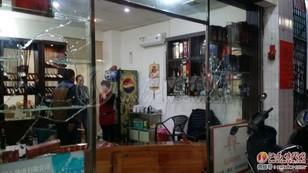 汕尾大马路发生了一起多人持械斗殴事件砸烂一店铺 汕尾新闻 第1张