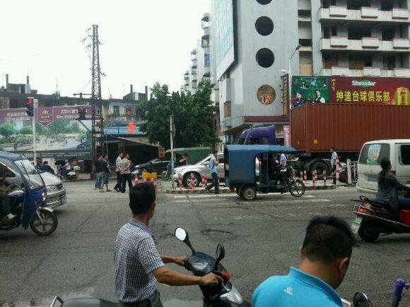 陆丰市广汕公路龙山路口路段发生一起枪击事件 陆丰新闻 第3张