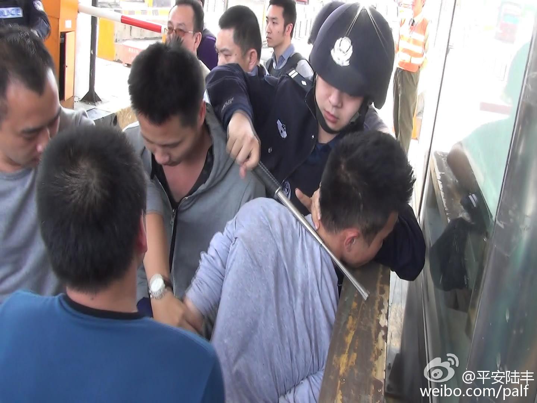 陆丰警方破获系列性持枪 抢劫、抢夺案件 陆丰新闻 第3张