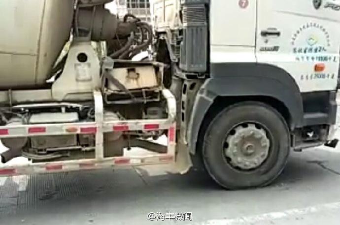 海丰324国道发生车祸致一伤 小轿车跌落沟边 海丰新闻 第1张