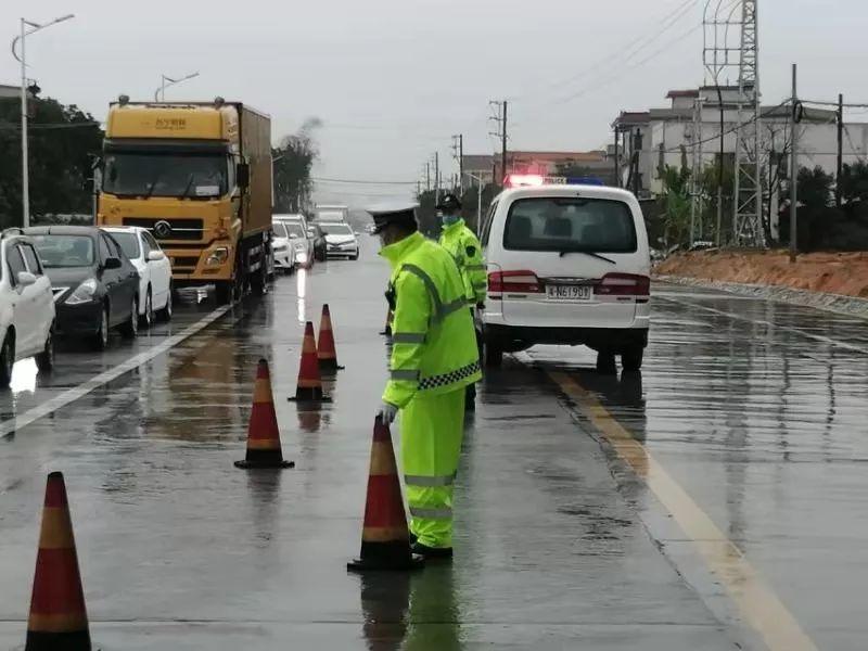 陆丰公安全面强化公路、卡口、收费站查控 出入人员均要测体温 陆丰新闻 第6张