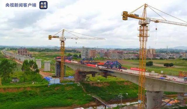 广汕铁路跨永石大道特大桥合龙 特别关注 第3张