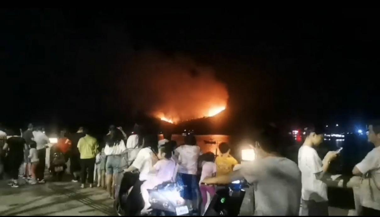 汕尾突发山火 消防:已经派多人前去处理